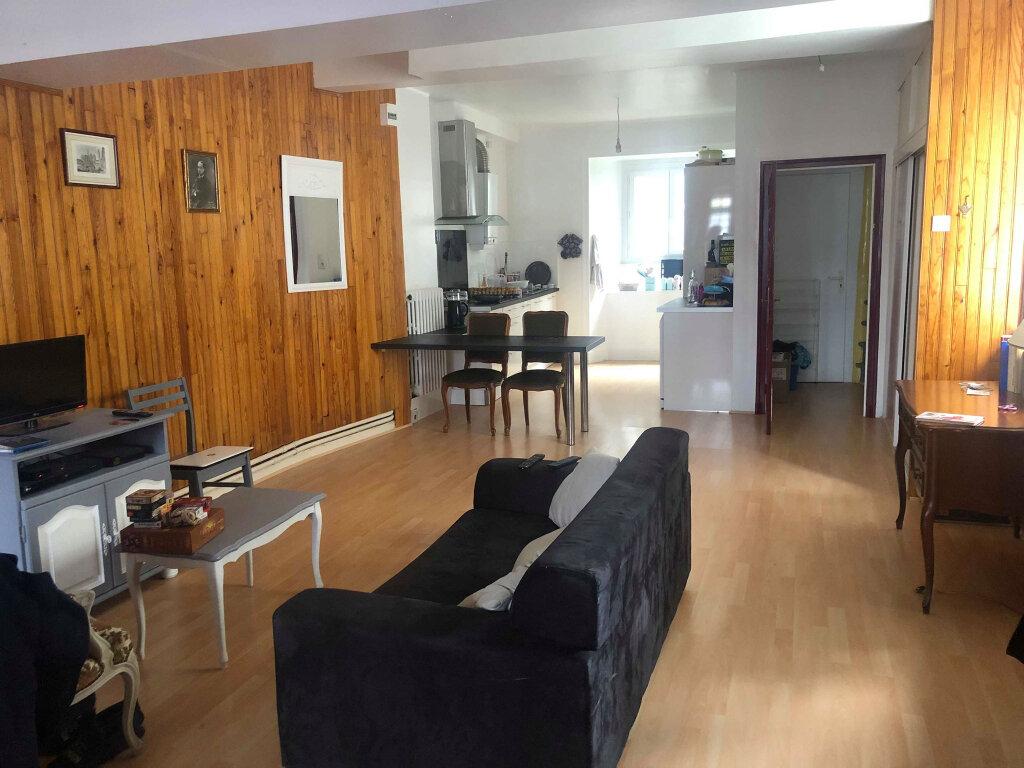 Appartement à louer 4 116m2 à Guingamp vignette-2