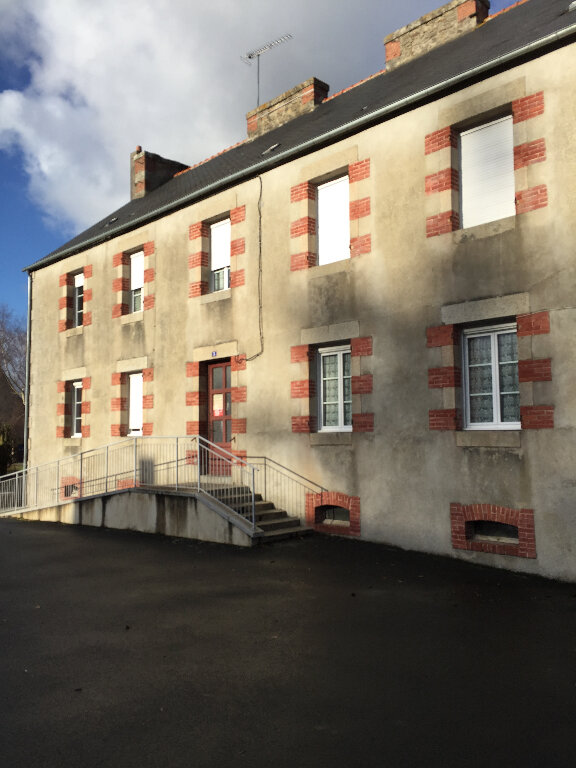 Appartement à louer 3 63.66m2 à Bourbriac vignette-1