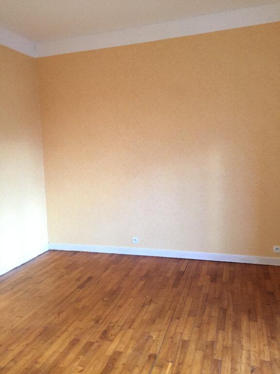 Appartement à louer 3 63.66m2 à Bourbriac vignette-3