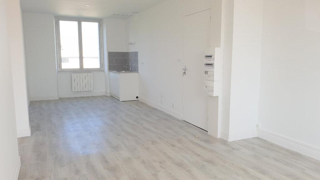 Appartement à louer 3 56m2 à Spézet vignette-1