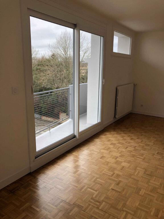 Appartement à louer 3 78.83m2 à Guingamp vignette-2