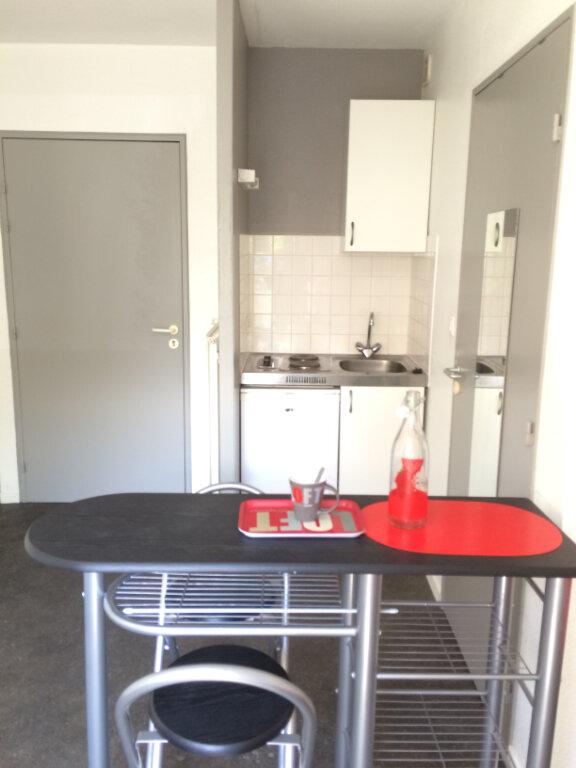 Appartement à louer 1 20m2 à Guingamp vignette-1