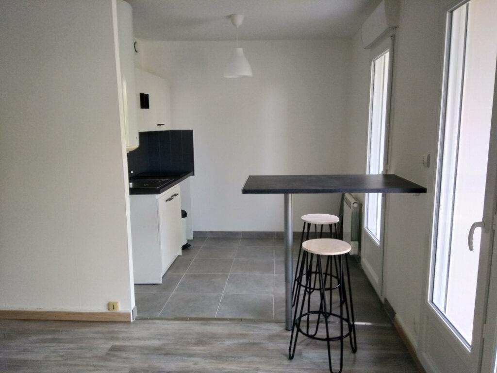 Appartement à louer 1 30.31m2 à Carhaix-Plouguer vignette-1