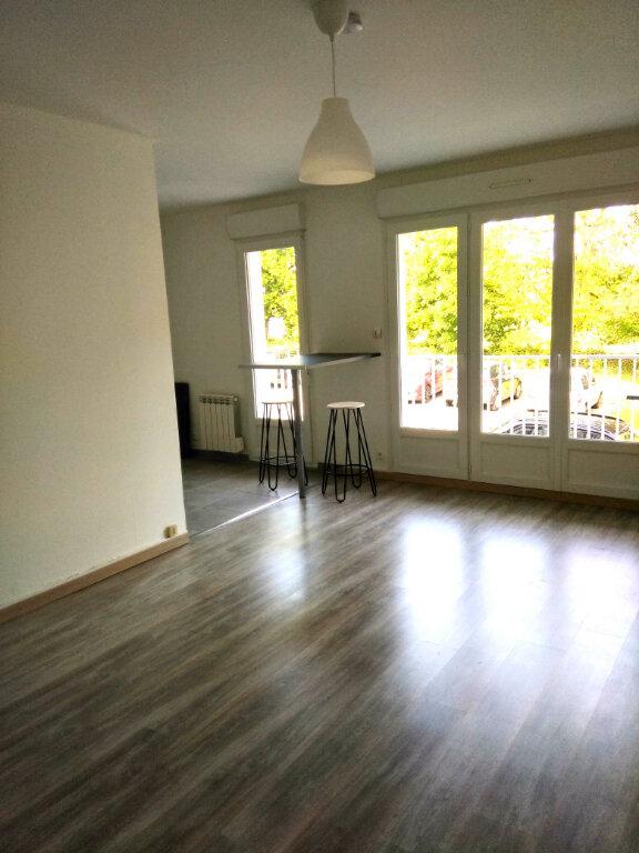 Appartement à louer 1 30.31m2 à Carhaix-Plouguer vignette-2
