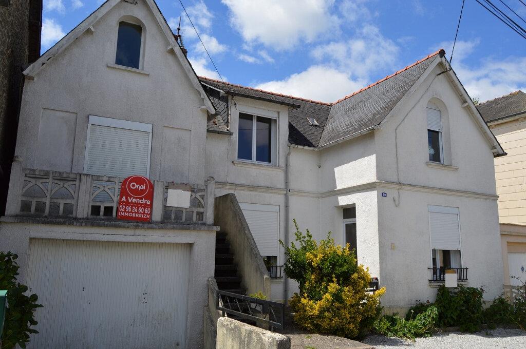 Maison à vendre 7 111.57m2 à Rostrenen vignette-1