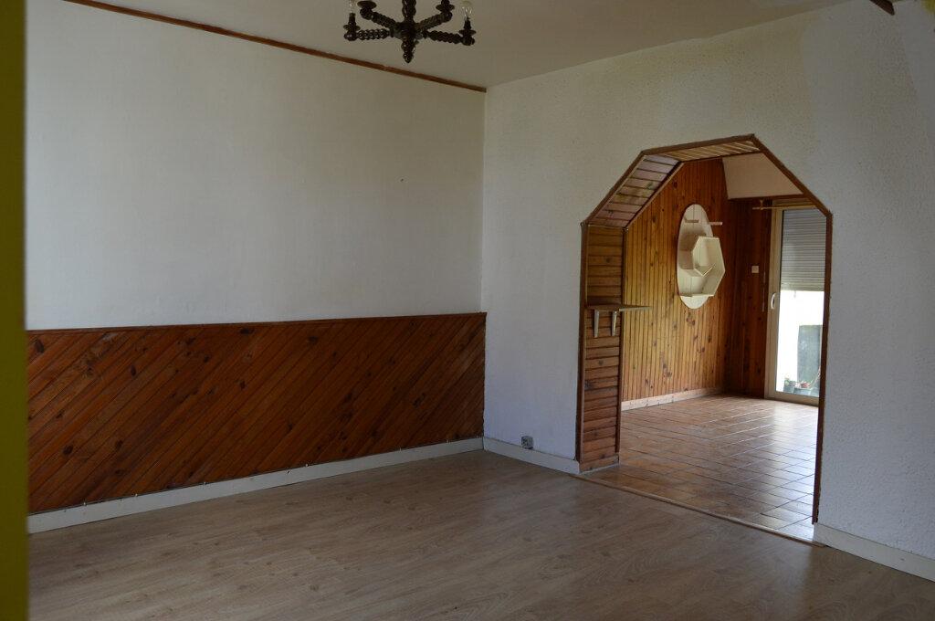 Maison à vendre 7 111.57m2 à Rostrenen vignette-3