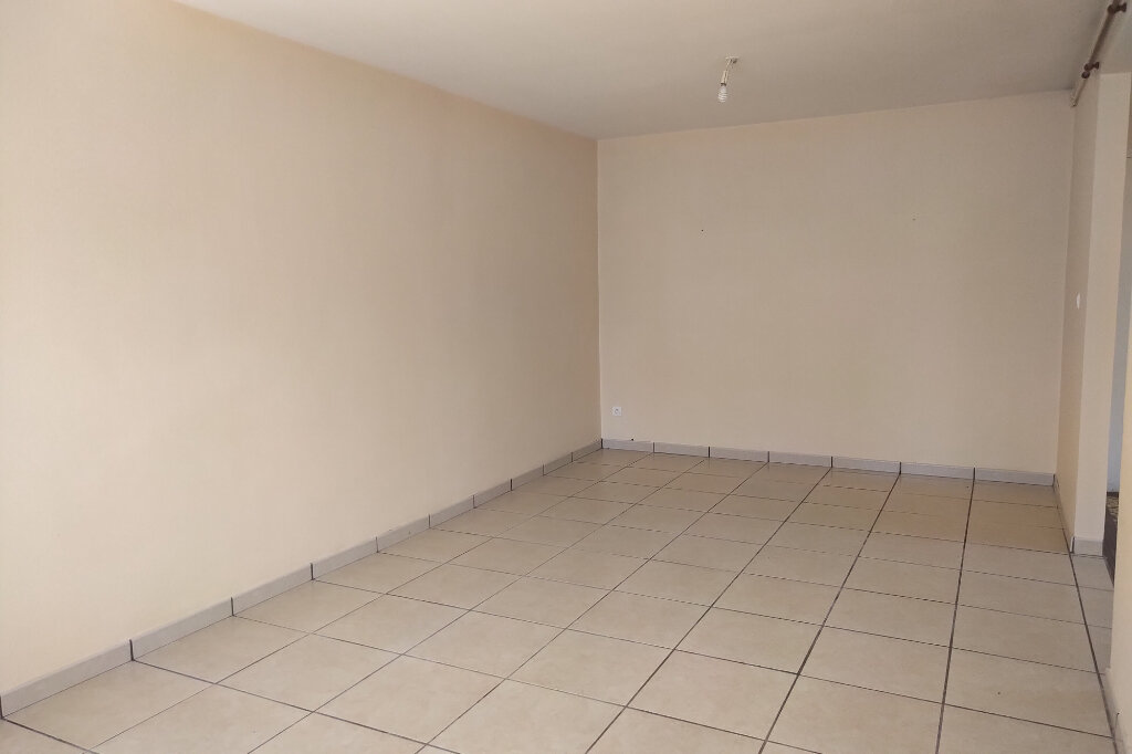 Maison à louer 5 75m2 à Carhaix-Plouguer vignette-2