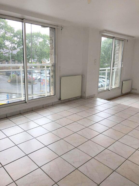 Appartement à louer 4 102m2 à Guingamp vignette-1