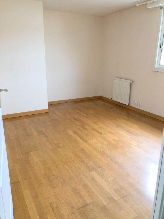 Appartement à louer 4 102m2 à Guingamp vignette-4