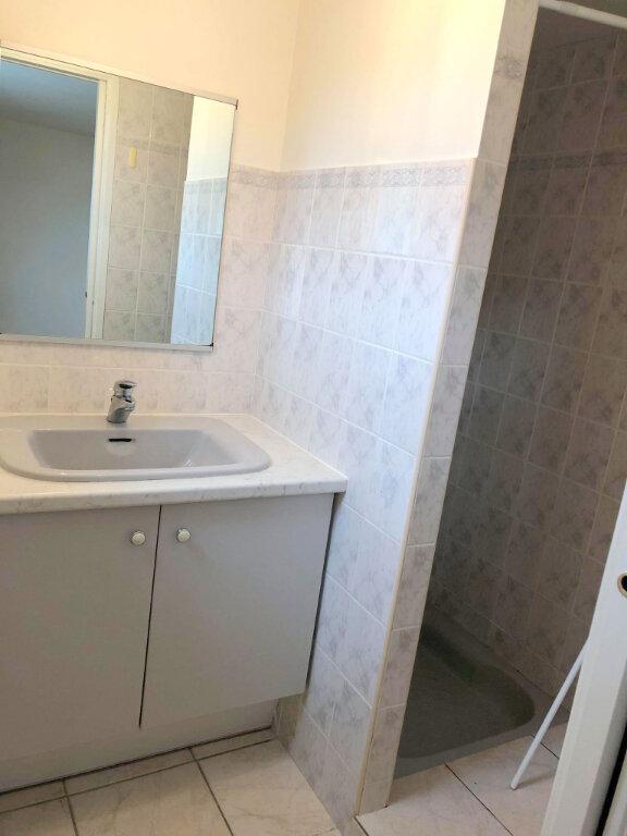 Appartement à louer 4 102m2 à Guingamp vignette-5