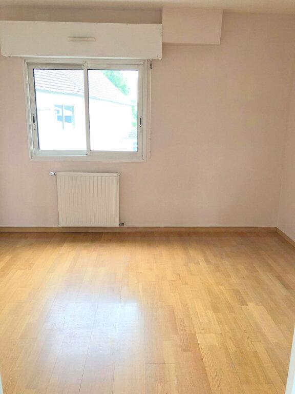 Appartement à louer 4 102m2 à Guingamp vignette-6