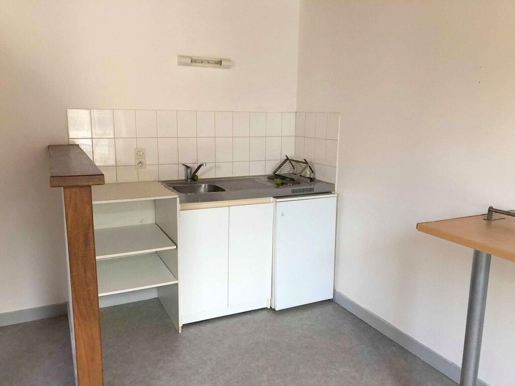 Appartement à louer 3 52.55m2 à Guingamp vignette-3