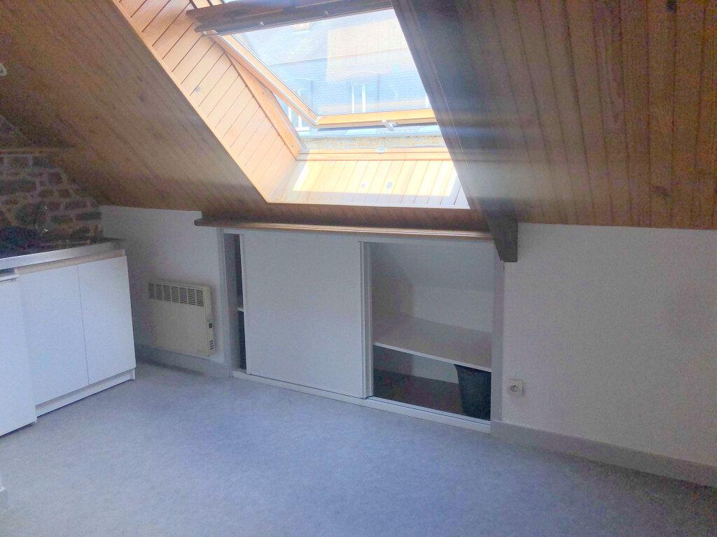 Appartement à louer 1 15.93m2 à Guingamp vignette-2