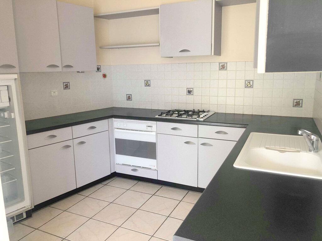 Appartement à louer 4 120m2 à Guingamp vignette-2