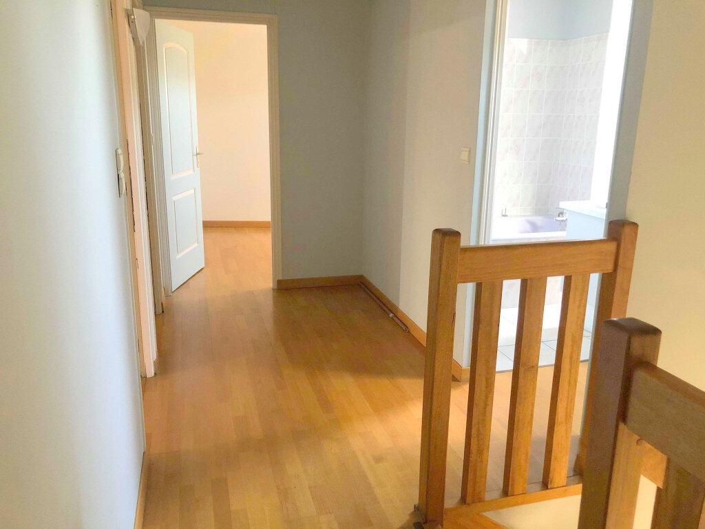 Appartement à louer 4 120m2 à Guingamp vignette-4