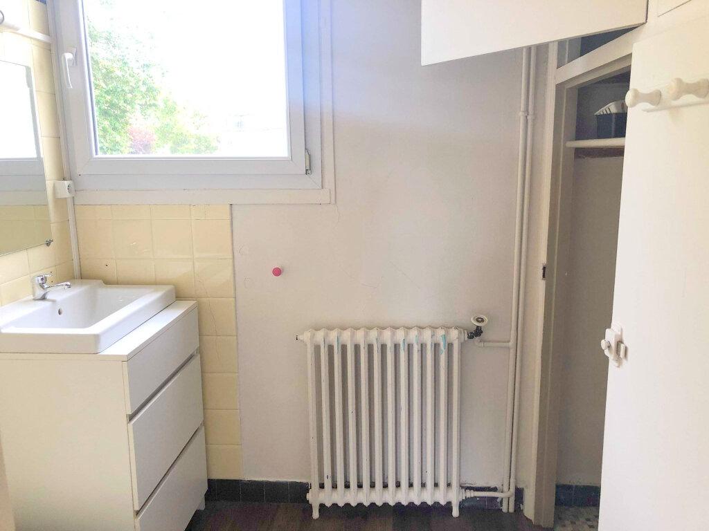 Appartement à louer 3 67m2 à Guingamp vignette-5