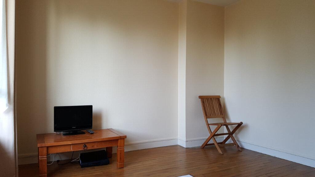 Appartement à vendre 4 64m2 à Guingamp vignette-2