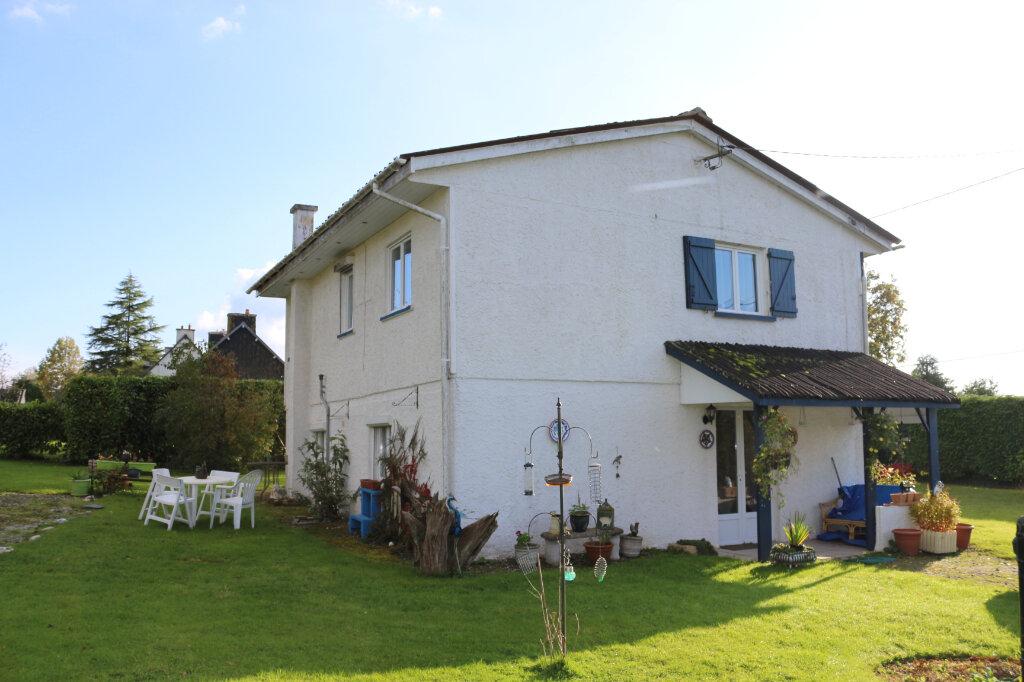 Maison à vendre 4 105m2 à Maël-Carhaix vignette-1