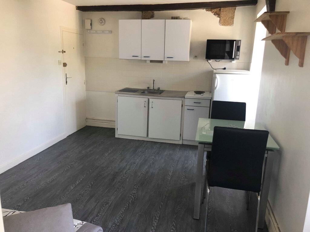 Appartement à louer 1 26m2 à Guingamp vignette-2