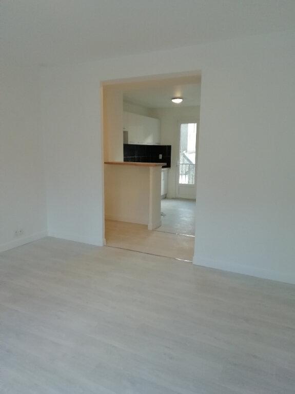 Appartement à louer 3 57m2 à Carhaix-Plouguer vignette-2