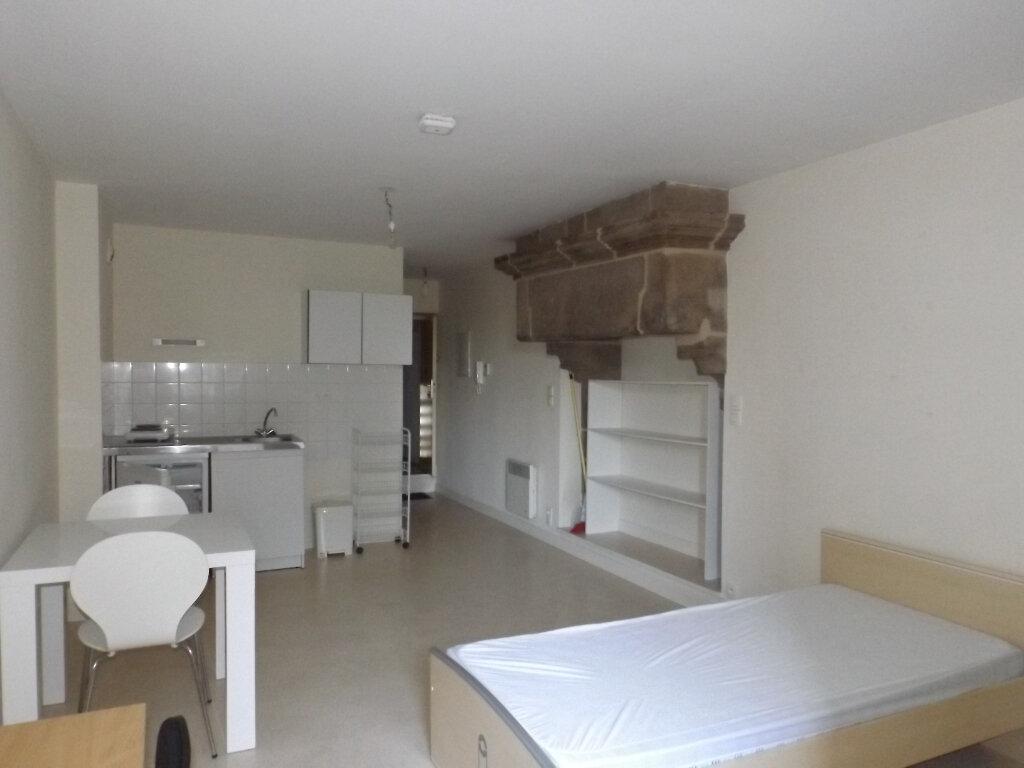 Appartement à louer 1 25m2 à Guingamp vignette-1