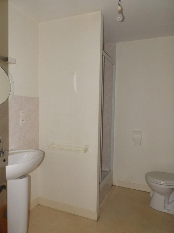 Appartement à louer 1 25m2 à Guingamp vignette-3