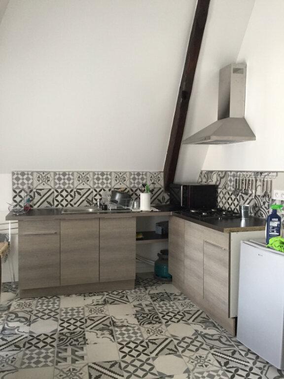 Appartement à louer 2 33m2 à Guingamp vignette-1