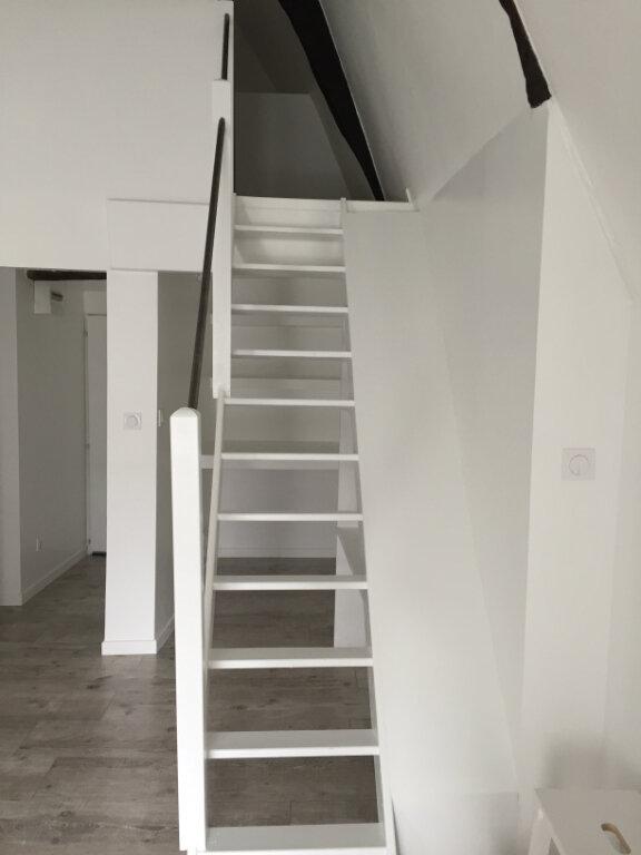Appartement à louer 2 33m2 à Guingamp vignette-2