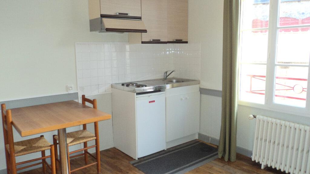 Appartement à louer 1 17.16m2 à Guingamp vignette-1