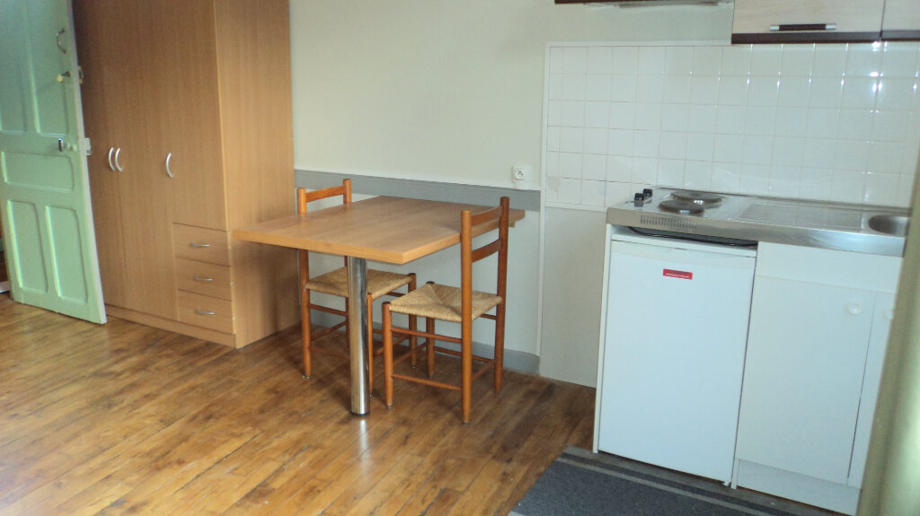 Appartement à louer 1 17.16m2 à Guingamp vignette-3