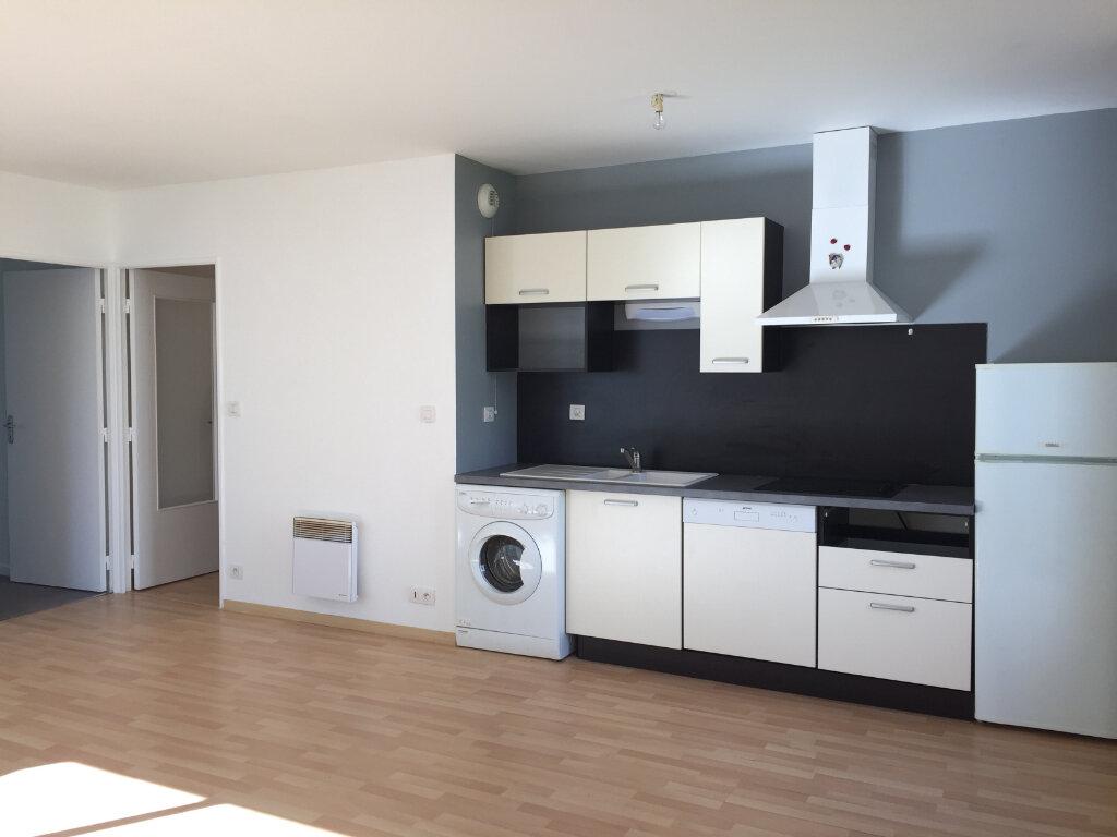 Appartement à louer 3 60.57m2 à Guingamp vignette-1