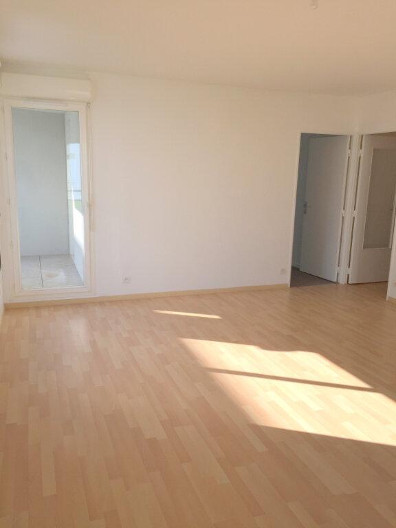 Appartement à louer 3 60.57m2 à Guingamp vignette-2
