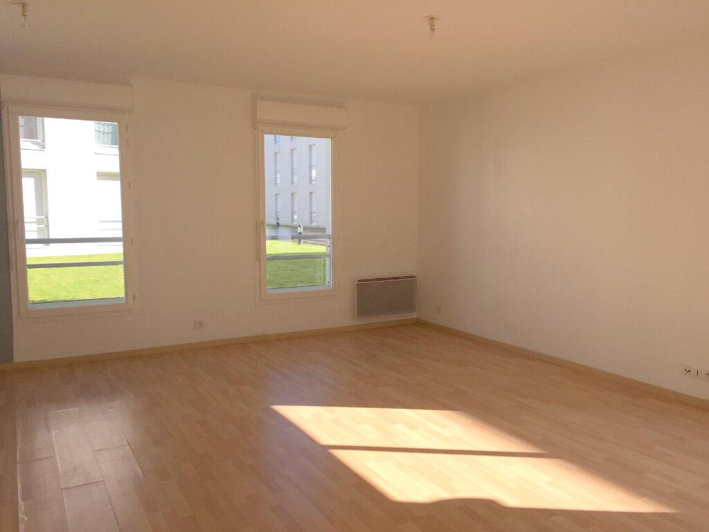 Appartement à louer 3 60.57m2 à Guingamp vignette-3