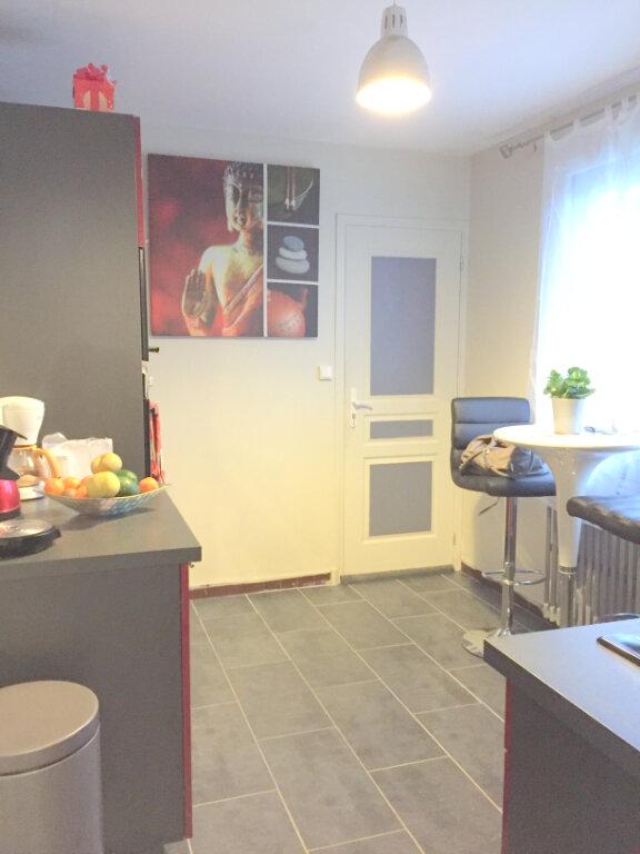 Maison à louer 3 60m2 à Guingamp vignette-3