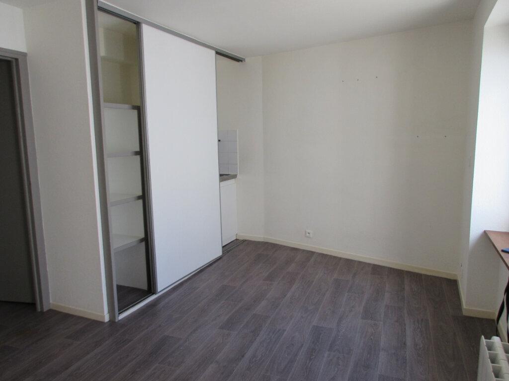 Appartement à louer 2 30m2 à Pordic vignette-2