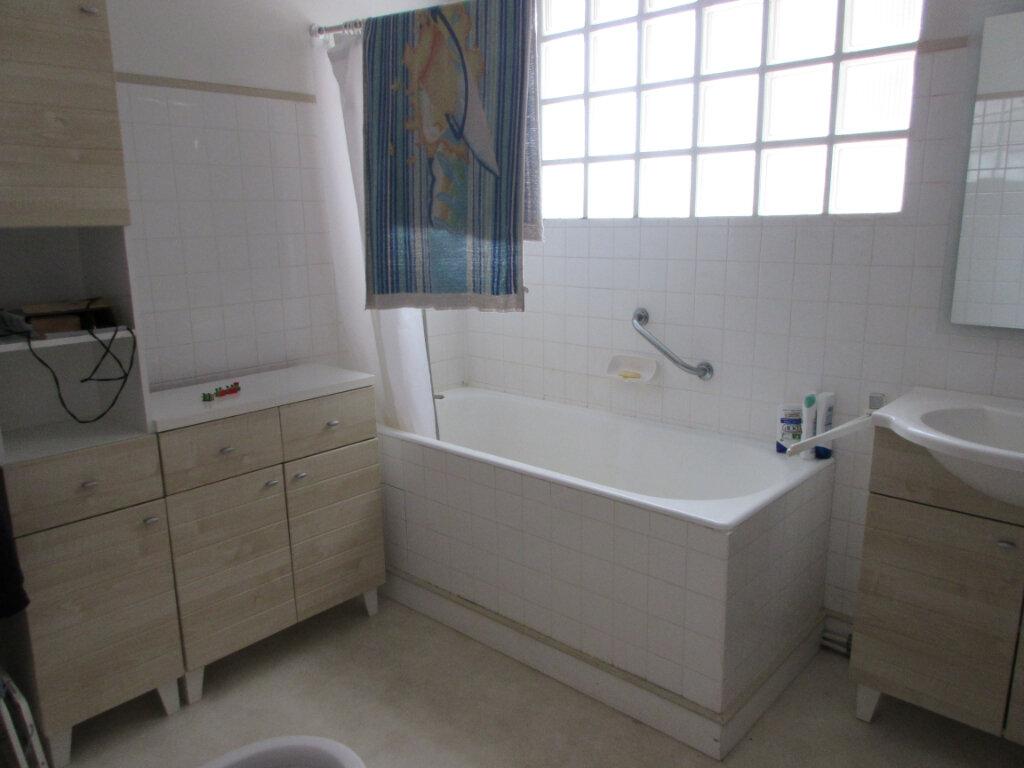 Appartement à louer 3 72m2 à Saint-Brieuc vignette-8