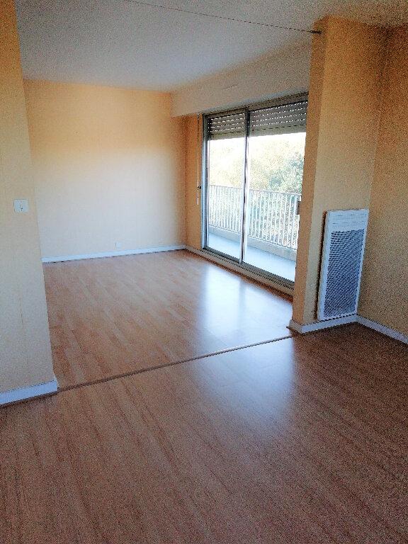 Appartement à louer 4 88m2 à Saint-Nazaire vignette-2