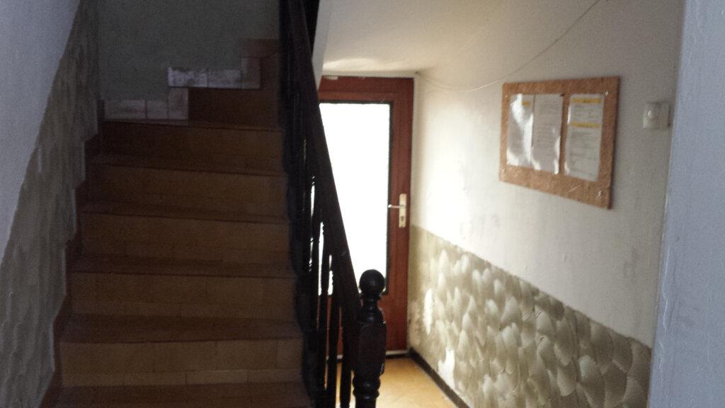 Immeuble à vendre 0 180m2 à Saint-Nazaire vignette-2