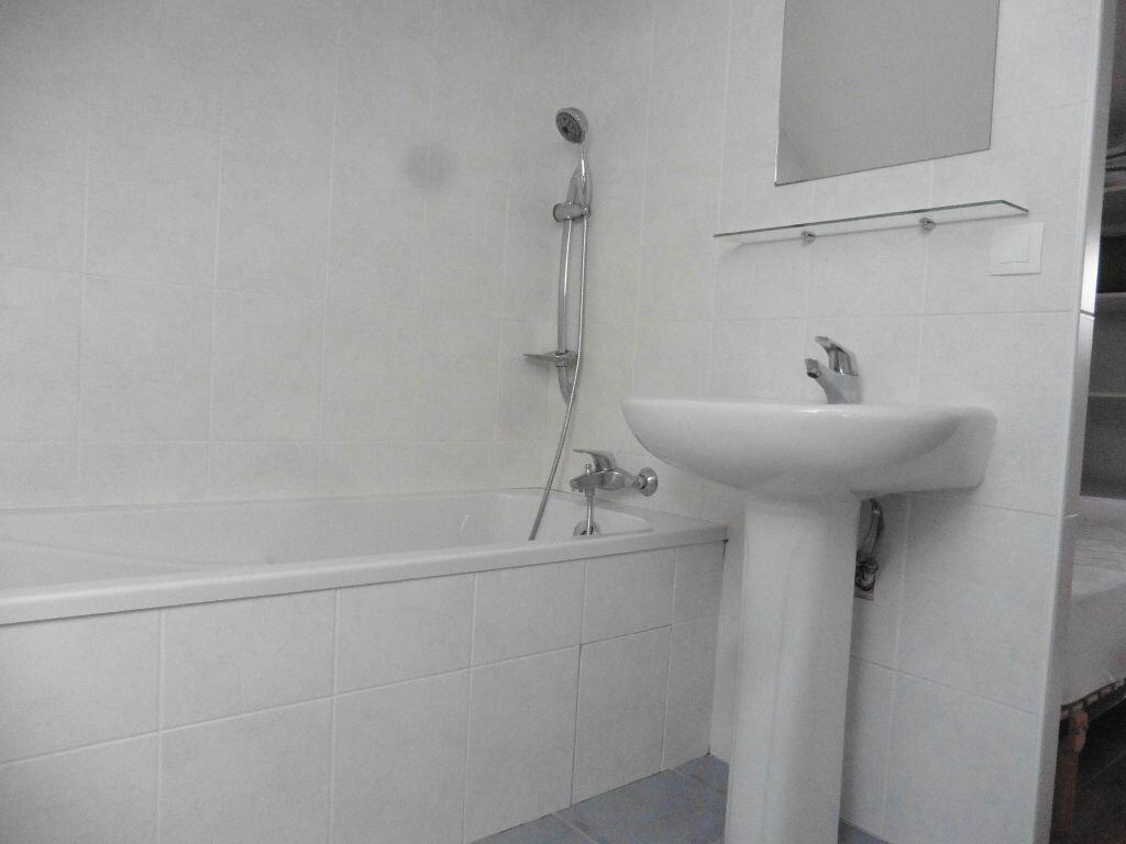 Appartement à louer 2 27m2 à Auray vignette-5