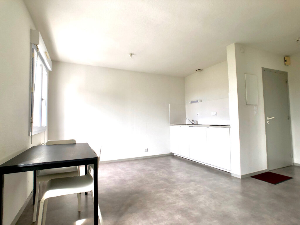 Appartement à louer 1 24m2 à Auray vignette-1