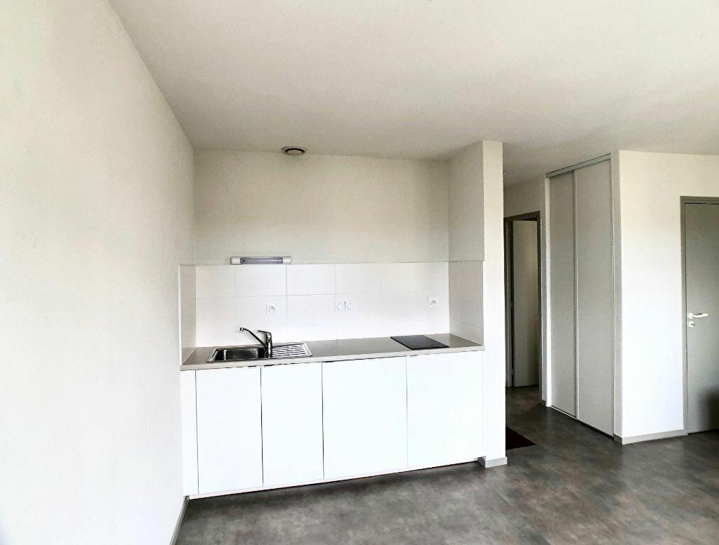 Appartement à louer 1 24m2 à Auray vignette-2