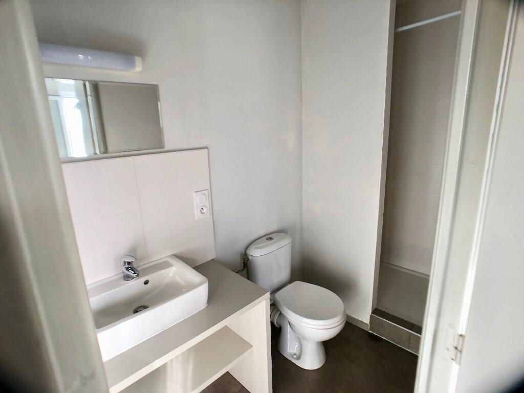 Appartement à louer 1 24m2 à Auray vignette-5