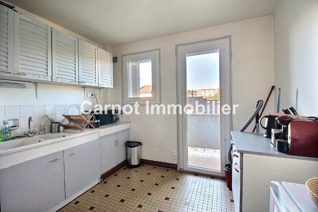 Appartement à louer 3 66.32m2 à Castres vignette-3