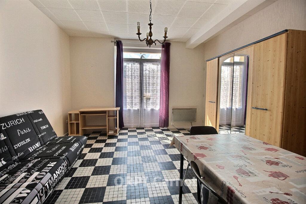 Appartement à louer 1 22m2 à Castres vignette-1
