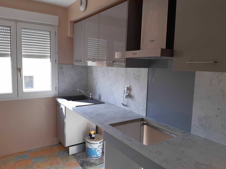 Appartement à louer 4 55m2 à Castres vignette-1