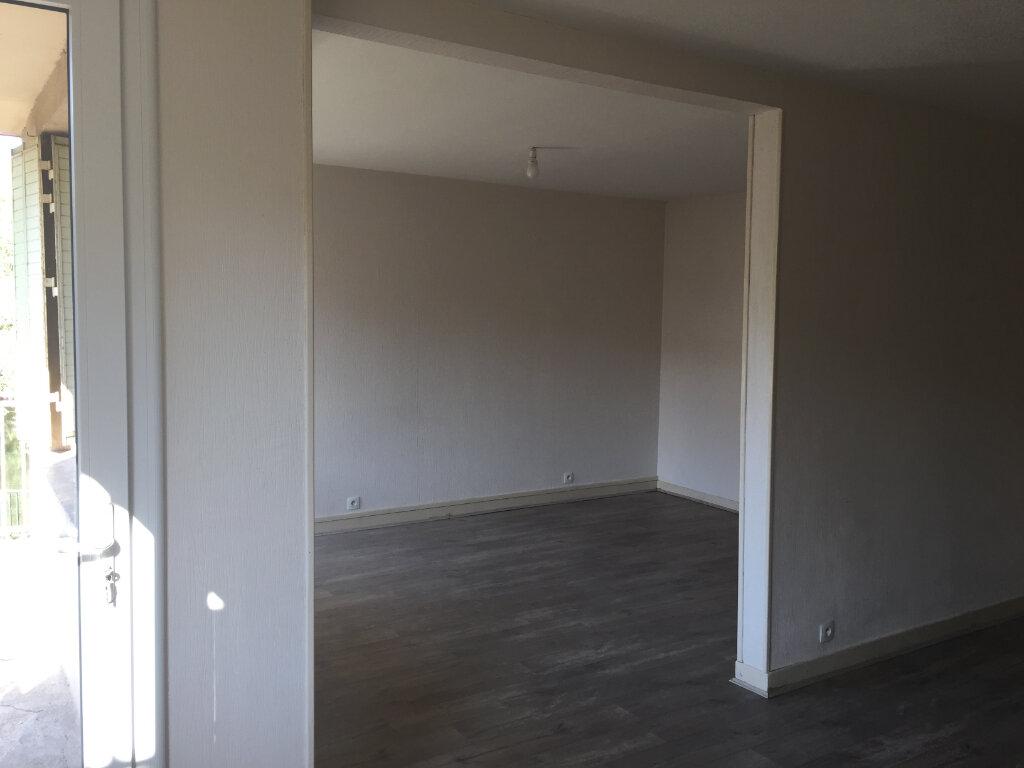 Appartement à louer 5 93m2 à Castres vignette-5
