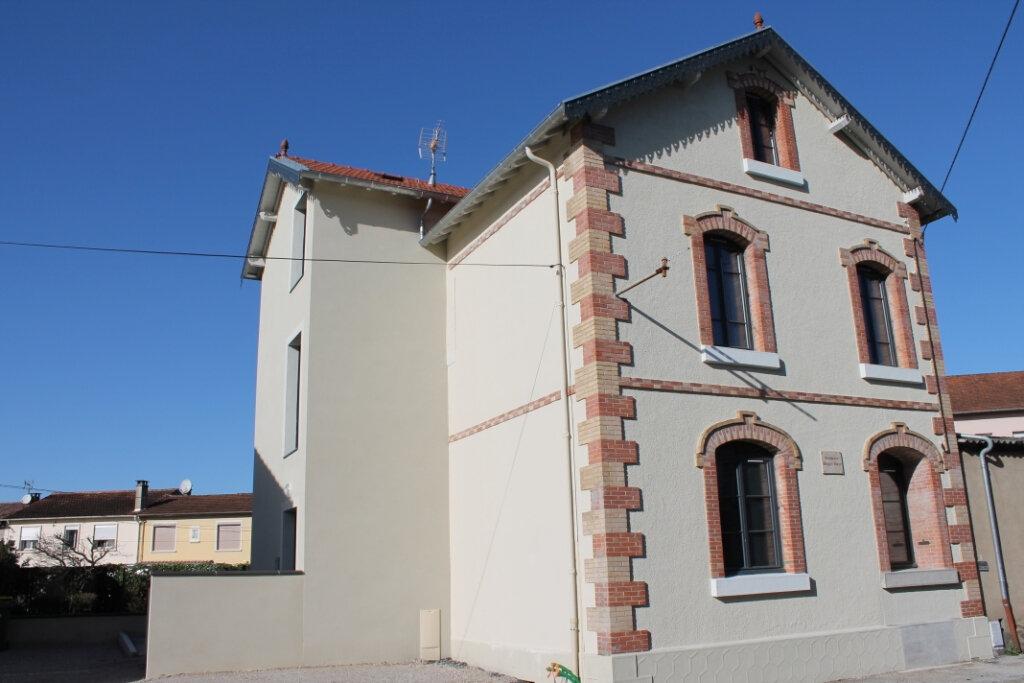Appartement à louer 2 28m2 à Castres vignette-1