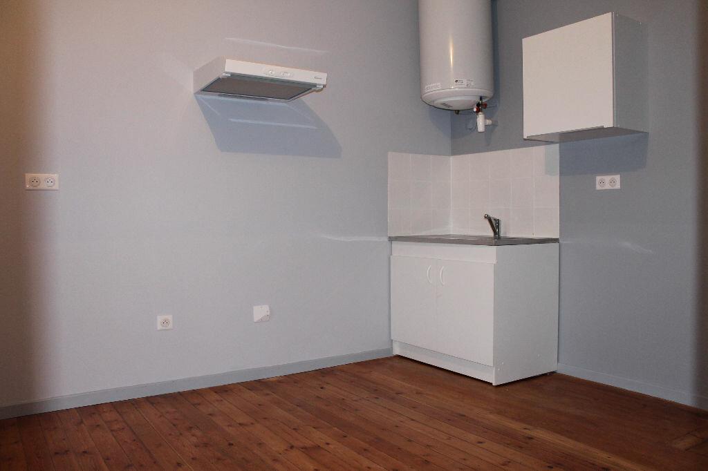 Appartement à louer 2 28m2 à Castres vignette-2