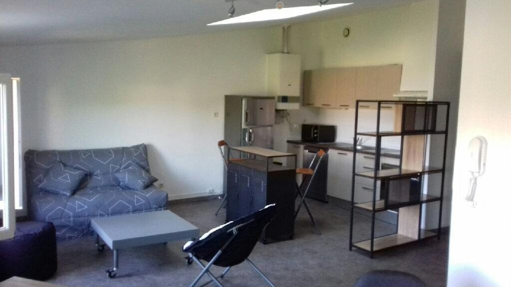 Appartement à louer 3 58m2 à Mazamet vignette-1