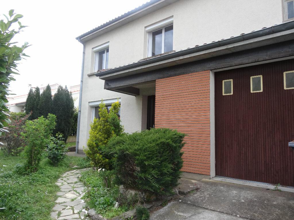 Maison à louer 4 130m2 à Albi vignette-1